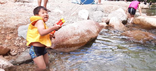 念願の水鉄砲川遊び